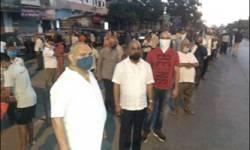 સુરતમાંથી વતન જવા નહિ મળતા ઝારખંડ,ઉત્તરપ્રદેશ ,બિહાર 80 કામદારોએ મુંડન કરાવી કર્યું વિરોધ પ્રદર્શન