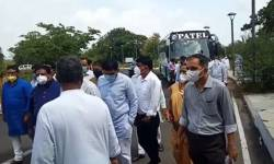ગુજરાત વિધાનસભા ચુંટણી જંગ : કોંગ્રેસના ધારાસભ્યોને 2 બસ મારફતે લાવવામાં આવ્યા મતદાન કરવા