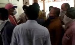 મોરબી : ભાજપના બે જૂથ વચ્ચે હૉસ્પિટલમાં જ મારામારી, દર્દીઓ બહાર દોડી આવ્યાં
