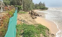 નારગોલ નવાતળાવ સ્મશાન ભૂમિમાં દરિયાઈ મોજા ઊછળ્યા, કમ્પાઉન્ડની પાળને નુુકશાન