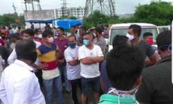 પલસાણાના હરીપુરા ગામના સ્થાનિકો અને RTO ના અધિકારીઓ વચ્ચે ઉગ્ર બોલાચાલી