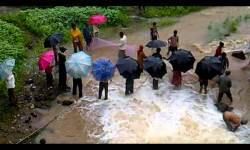 ડાંગ : આંબાપાડા પાસે અંબિકાનદી પર આવેલ ચેકડેમ તૂટી જતા પાણી વહી ગયું