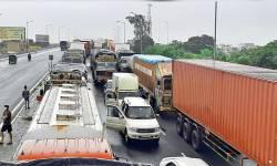 ગુજરાતમાં ભારે વરસાદના કારણે 18 સ્ટેટ હાઈ-વે, 207 પંચાયત સહિત 225 રસ્તા બંધ, સૌથી વધુ દ.ગુજરાતમાં હાલત ખરાબ