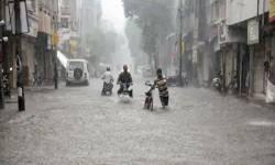 કોરોનાના કહેર વચ્ચે ગુજરાત પાણી-પાણી, સુરત અને આણંદ બેટમાં ફેરવાયા