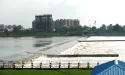 SURAT: ઉકાઈમાંથી ફરી પાણી છોડાતા તાપી નદીની સપાટીમાં વધારો, કોઝવે 43 દિવસથી બંધ