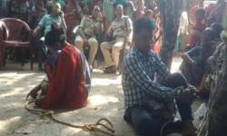 કઢંગી હાલતમાં ગામ લોકોએ પ્રેમી યુગલને પકડી ઝાડ સાથે બાંધ્યું, પોલીસ છોડાવી ન શકી