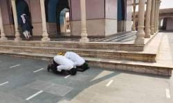 મથુરા મંદિરમાં નમાજ પર વિવાદ વકર્યો, સોશિયલ મીડિયામાં ફોટો થયા વાયરલ