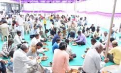લગ્નમાં 100 લોકોને મંજૂરી આપનાર સરકાર 500-500 ખેડૂતોને એકઠા કરી ભોજન કરાવશે