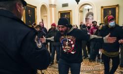 અમેરિકન સંસદમાં ટ્રમ્પ સમર્થકોની લોહિયાળ હિંસા, ગૃહયુદ્ધની આશંકાથી દુનિયાભરમાં ખળભળાટ
