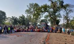 સોનગઢના ભૂરીવેલમાં શાકભાજી બજાર બંધ કરાવતા મહિલાઓએ ચક્કાજામ કર્યો