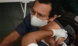 સુરત વેક્સિનેશન LIVE:શહેરમાં 14 સ્થળે રસીકરણ શરૂ,સિવિલ હોસ્પિટલમાં પ્રથમ 10 કોરોના વેક્સિન લેનાર કોરોના વોરિયરનું સન્માન કરાયું