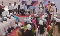 સુરતમાં દિલ્હીના CM કેજરીવાલે  'આપ'નાં નવા ચૂંટાયેલા કોર્પોરેટર અને કાર્યકર્તાઓને કહ્યું- કોર્પોરેશનમાં ભાજપના નેતાઓને તેમની 'નાની' યાદ કરાવી દેજો