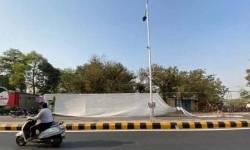 PM ગુજરાત આવતા ઝૂંપડપટ્ટી છૂપાવવા પડદા લગાવાયા, લોકો બોલ્યા- ઝૂંપડપટ્ટી ન ગમે તો