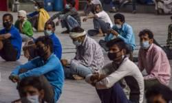 લોકડાઉનના ભણકારા : દિલ્હી-પુણેથી મોટી સંખ્યામાં પોતાના ઘરે પરત ફરી રહ્યા છે પ્રવાસી મજૂરો