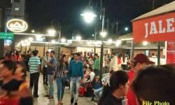 સુરત : સંક્રમણ અટકાવા દાદાગીરી કરી કાયદેસરની દુકાનો બંધ કરાવતું તંત્ર ટોળા ભેગુ કરતી નાસ્તાની લારીઓ સામે લાચાર