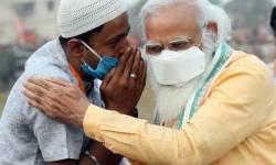 PM મોદીએ મુસલમાન યુવકના ખભે હાથ મુકી કાનમાં શું કહ્યું? જાણો ઈનસાઈડ સ્ટોરી