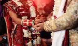 કોઈ તામઝામ વગર કલેક્ટર કચેરીના પરિસરમાં કર્યા લગ્ન, કોરોના દર્દીઓ માટે આપ્યું આટલું દાન