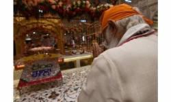 વડાપ્રધાને સુરક્ષા વગર જ દિલ્હીના ગુરુદ્વારા શિશગંજ પહોંચી માથુ ટેકાવ્યું : પ્રસાદ લીધો