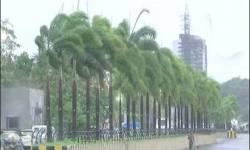 કેરળ – ગોવા – કર્ણાટકમાં વાવાઝોડાનું તાંડવ : ભારે તબાહી : ૧૧ના મોત : મુંબઇમાં વરસાદ : કાતિલ પવન
