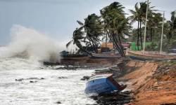 મુંબઈ આવતી ફલાઈટને સુરત ડાઈવર્ટ કરાઈ, મુંબઈમાં તાઉતે વાવાઝોડાને પગલે ત્રણ કલાક એરપોર્ટ બંધ