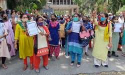 સુરત : આશા વર્કર મહિલાઓએ ફિક્સ પગારની માગ સાથે કલેકટરને આવેદનપત્ર આપ્યું
