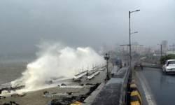 મુંબઈના દરિયામાં બે બાર્જમાં 410 ફસાયા: 146નો બચાવ