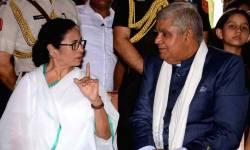 મુખ્યમંત્રી મમતા બેનર્જીએ કહ્યું- રાજ્યપાલ ભ્રષ્ટ છે, જૈન હવાલામાં આવ્યું હતું નામ, ધનખડે કર્યો પલટવાર