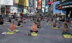 ન્યુ યોર્કના ટાઇમ્સ સ્ક્વેરમાં 3000 લોકોએ યોગ કર્યા