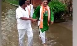 ચૂંટણી પછી પહેલીવાર ગામ પહોંચ્યા BJP MLA, નારાજ ગ્રામીણોએ ગટરના પાણીમાં ચલાવ્યા