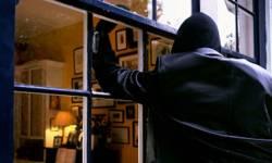 ચોરના ઘરની તલાશી લેવા ગયેલી પોલીસને મહિલાઓની એવી વસ્તુ મળી કે હોંશ ઉડી ગયા