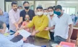 કોલેજોને ખાનગી યુનિવર્સિટીમાં સામેલ કરવાના મુદ્દે બારડોલી શહેર કોંગ્રેસ સમિતિએ આવેદન પાઠવ્યું