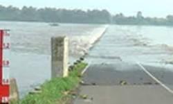 તાપી પર બનેલો હરીપુરા કોઝવે પાણીમાં ગરક, 12 જેટલા ગામ સંપર્ક વિહોણા